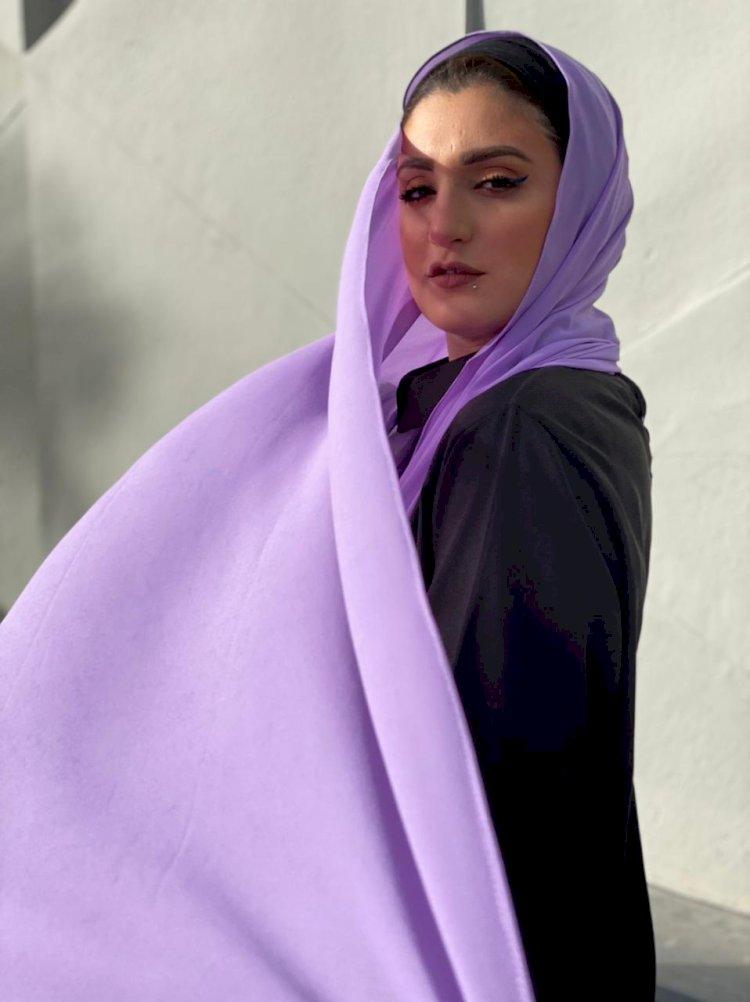 خبيرة موضة للنساء: امزجي اللونين الكحلي والأسود في ملابسك