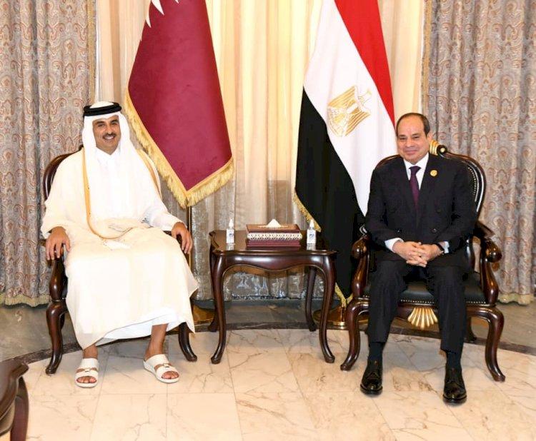 للمرة الأولى منذ سنوات.. السيسي يلتقى أمير قطر في بغداد