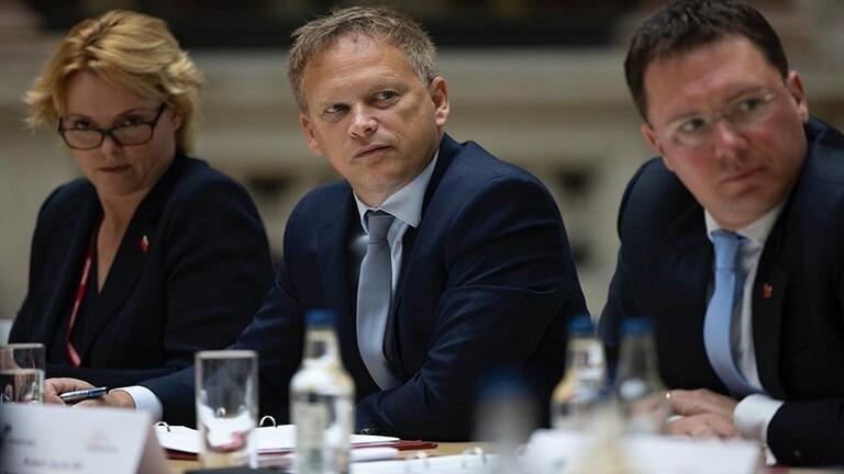بريطانيا تزيل 8 دول من القائمة الحمراء الخاصة بكورونا